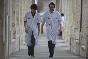 Hippocrate de Thomas Lilti - Reda Kateb et Vincent Lacoste en blouse