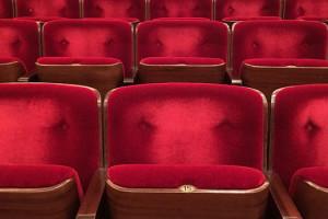 ourscreen scéance privée de cinéma entre amis sièges cinéma rouge salle de cinéma