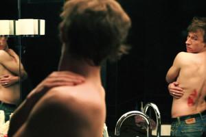 Le dos rouge d'Antoine Barraud avec Bertrand Bonello
