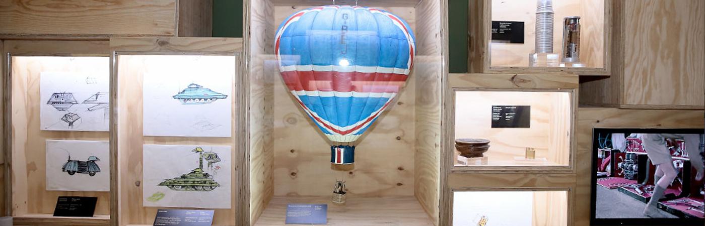 james bond exposition montgolfière dessin véhicule transport