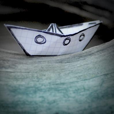 Interview azimutée avec Vimala Pons : bateau en papier © Annick Holtz