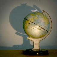 Interview azimutée de jean-Jacques Annaud : globe © Annick Holtz