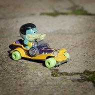 Interview azimutée avec Manu Payet : voiture sur goudron jouet