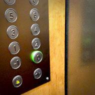 Interview SMS de Lolita Chammah : ascenseur © Annick Holtz.