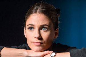 Portrait de Mélanie Bernier, comédienne, en interview azimutée