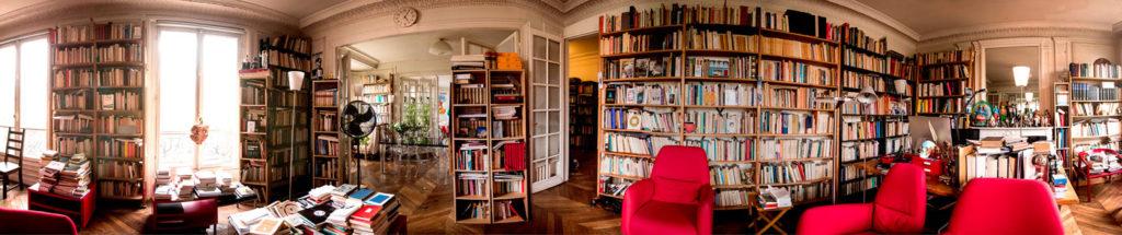 Dans le bureau d'Alejandro Jodorowsky. © Yann Vidal