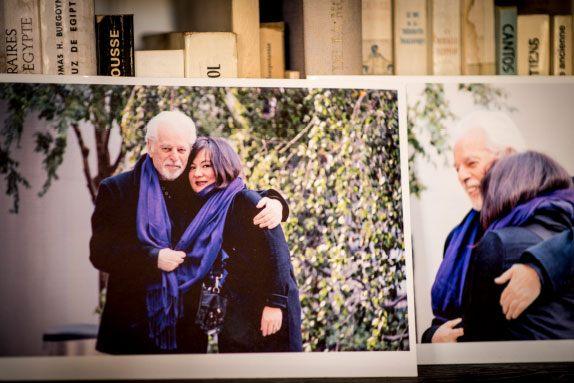 Dans le bureau d'Alejandro Jodorowsky : Photo du couple Alejandro Jodorowsky et Pascale Montandon-Jodorowsky © Yann Vidal