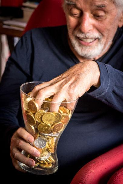 Dans le bureau d'Alejandro Jodorowsky : les pièces en chocolat © Yann Vidal