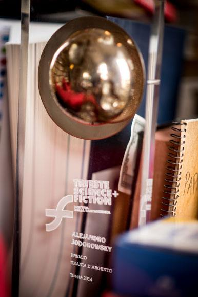 Dans le bureau d'Alejandro Jodorowsky : Prix © Yann Vidal