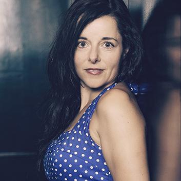 Rencontre avec Laure Calamy, actrice. Portrait © Laurent Koffel
