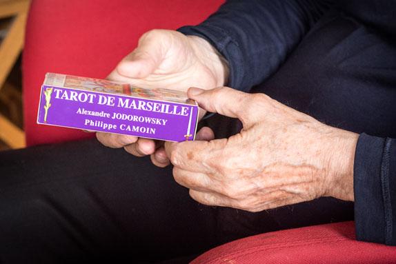 Dans le bureau d'Alejandro Jodorowsky : Tarot de Marseille © Yann Vidal