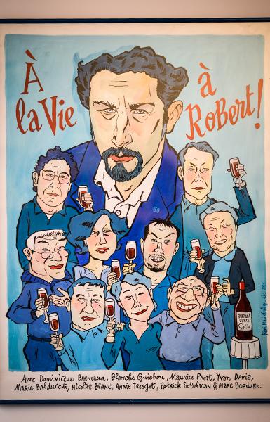 Dans le bureau de Robert Guédiguian : affiche à la vie, à robert © Yann Vidal.