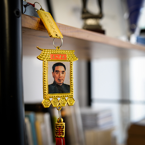 Dans le bureau de Robert Guédiguian : mao © Yann Vidal.