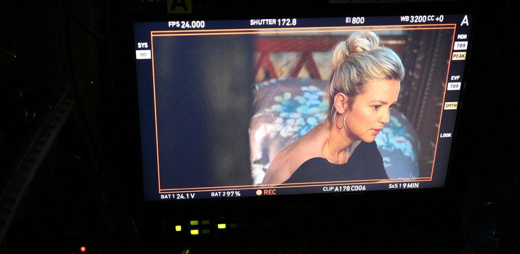 Sur le tournage du film Une famille à louer de Jean-Pierre Améris avec Virgine Efira.