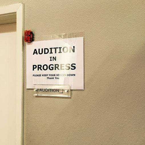 Inside the Asylum : visite des lieux de casting.