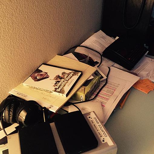 Inside the Asylum : visite du bureau du directeur de la post-production..