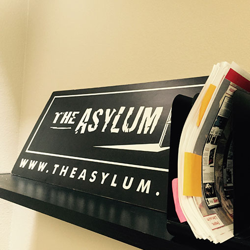 Inside the Asylum : visite du département des ventes.