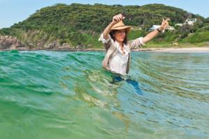 Anne Fontaine portrait dans une vague
