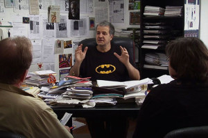 Critique documentaire Le Divan du monde : Georges Fedemann avec t-shirt Batman à son bureau